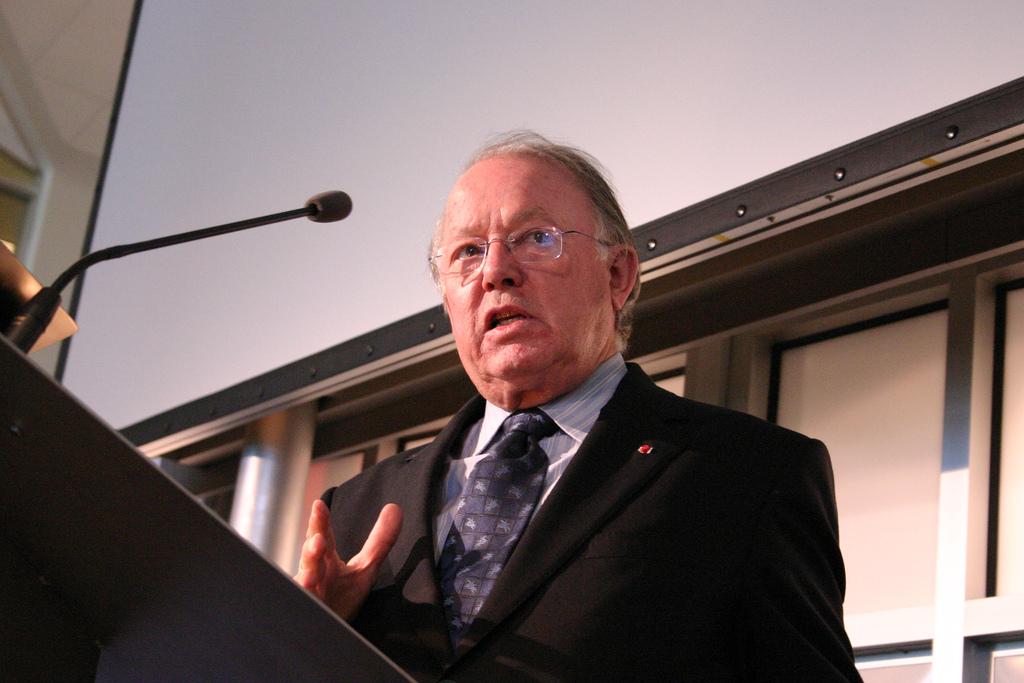 L'AREQ souligne la contribution de Bernard Landry à la société québécoise