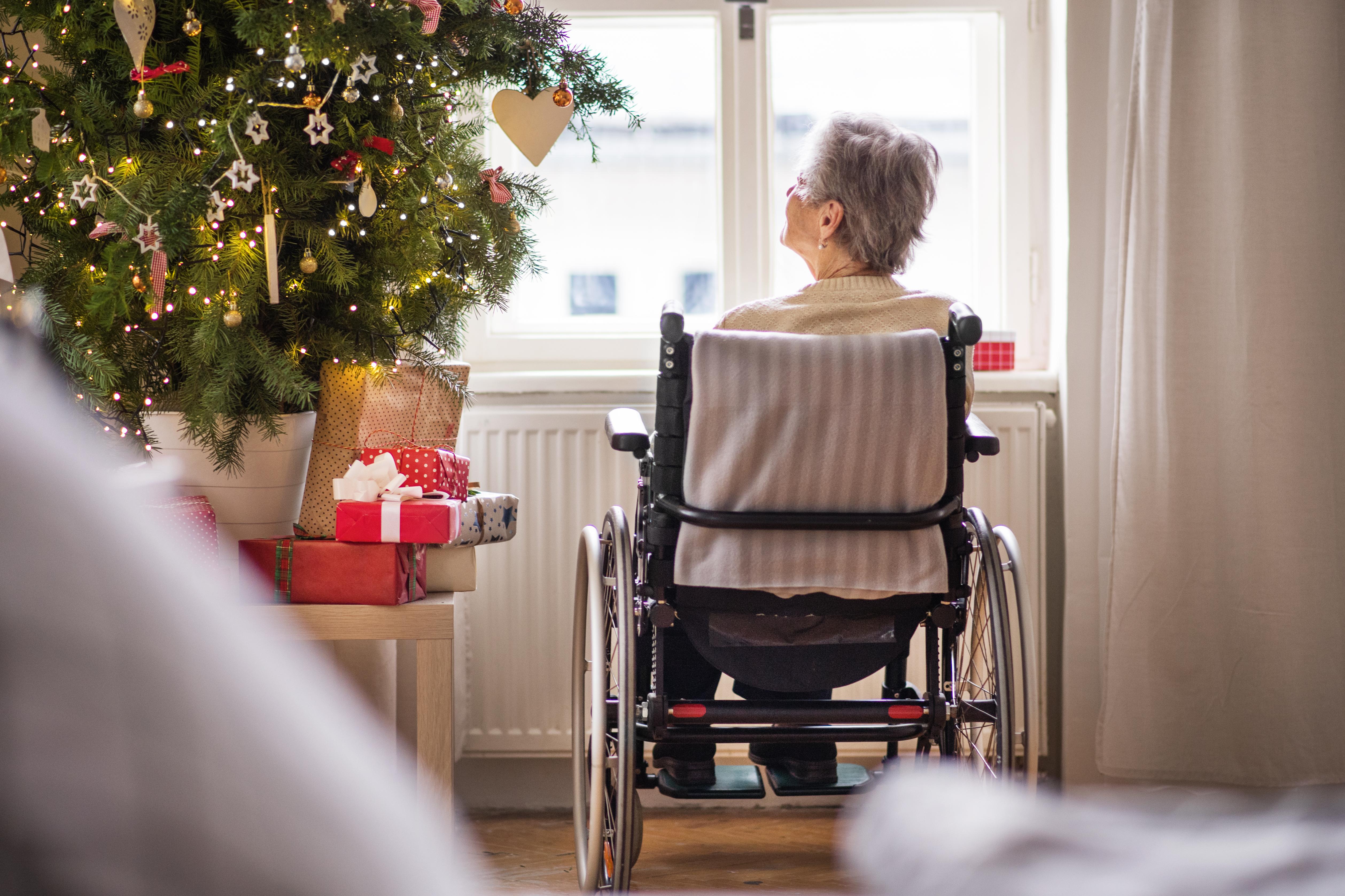 À Noël, les Petits Frères sont présents pour apporter un peu d'amour aux personnes aînées qui souffrent d'isolement