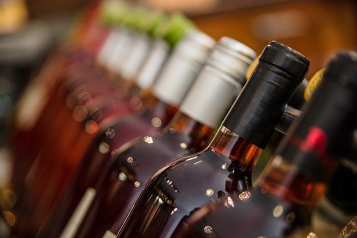 L'AREQ appuie le mouvement exigeant la consigne des bouteilles de vin au Québec
