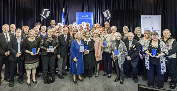 Des membres de l'AREQ s'illustrent en recevant le Prix hommage aînés