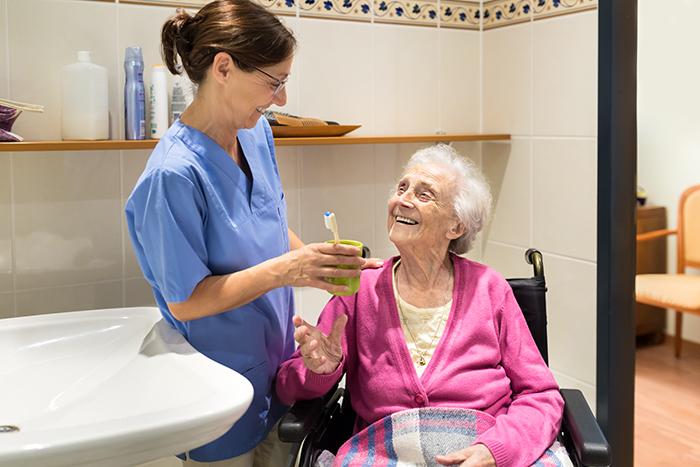Un nouveau programme de soins buccodentaires pour les aînés en CHSLD