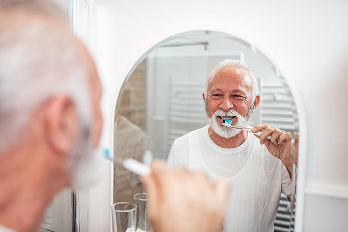 Un lien entre l'hygiène dentaire et la maladie d'Alzheimer?