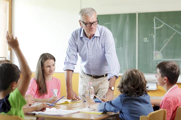 Le collectif citoyen « Debout pour l'école » propose une pétition pour une école équitable et de qualité