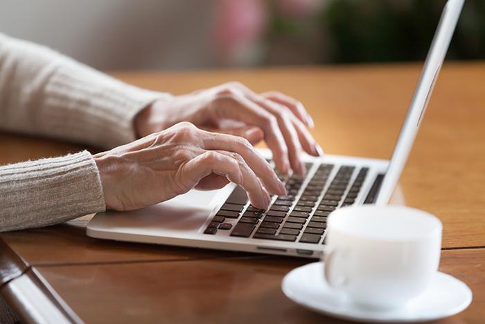 Des comptoirs d'impôts virtuels gratuits pour les personnes aînées avec revenus modestes