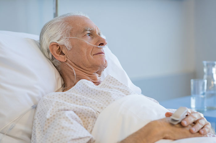 COVID-19 – L'AREQ demande aux hôpitaux d'offrir le service de télévision gratuitement aux personnes aînées hospitalisées